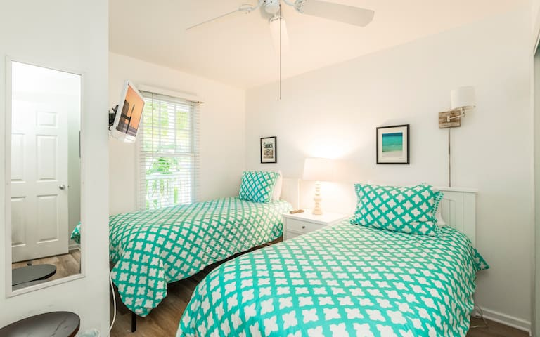 The second bedroom has two Twin beds