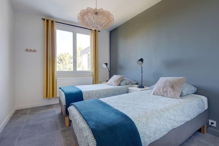 """""""Puy de la Vache"""" Twin bedroom (ground floor)"""