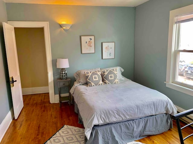 Private Powderhorn Room with Queen Bed [6f]