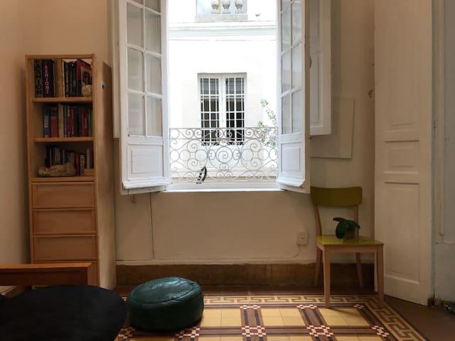 Lindo estudio en casa de los años 20's siglo XX