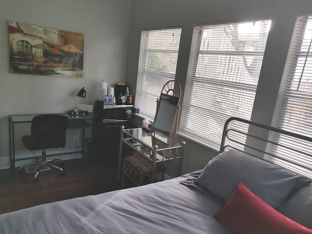 Best Area/Price - Very Clean, Comfy Bed, Fast Wifi