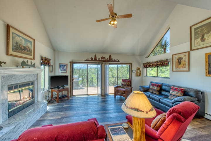 Private, remodeled lake home w/ Pikes Peak view, decks & balconies! Dogs ok!