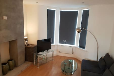 Contemporary City Apartment - Cardiff