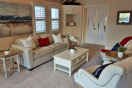Gorgeous private Suite in quiet but central Denver