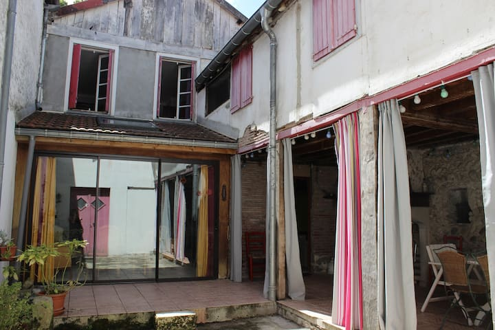 Maison familiale au coeur du Béarn - Navarrenx - Casa
