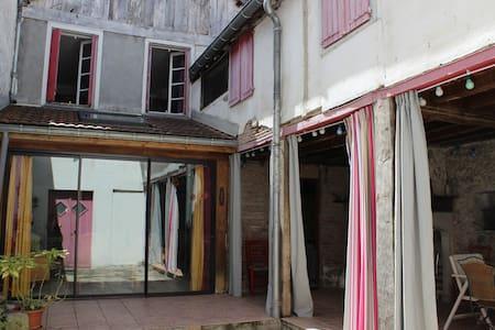 Maison familiale au coeur du Béarn - Navarrenx - Haus