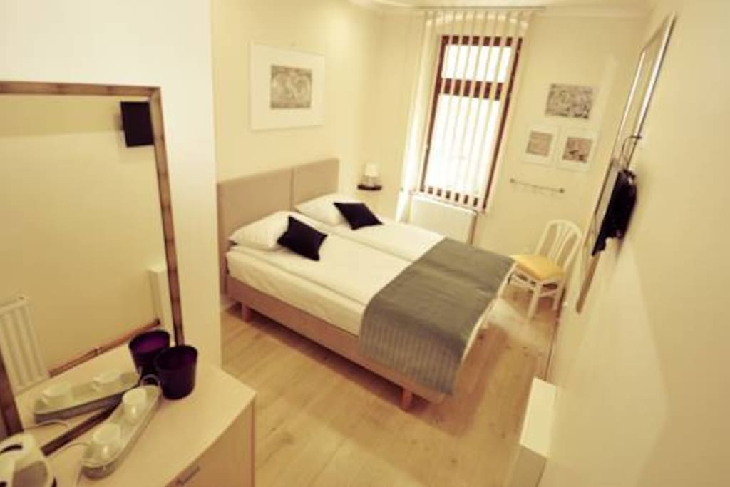Separate entrance double room with private bathroom/Room 2