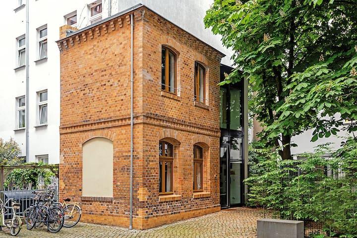 BerlinCityHouse - Unique Private Garden Townhouse