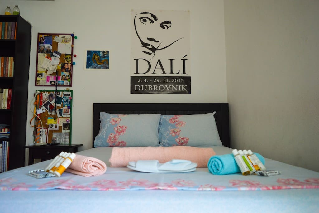 Little soaps, towels and slippers, in case you need them! And Dalí, of course!