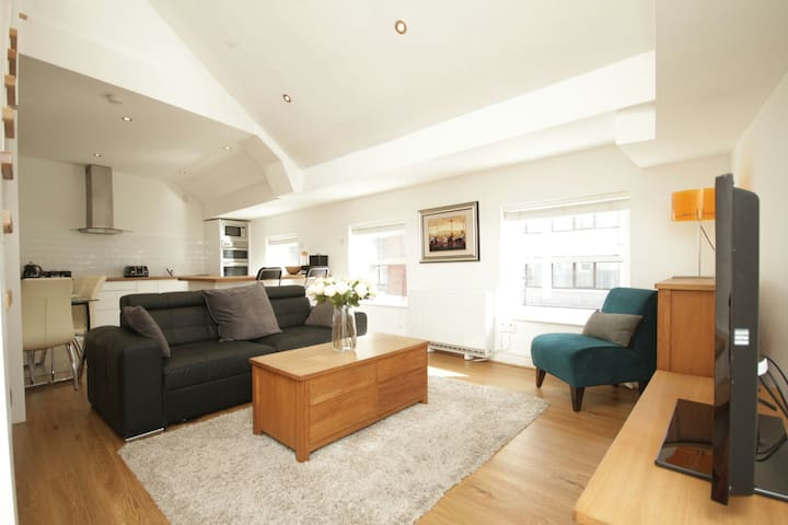 Most Central Penthouse: Sleeps 10