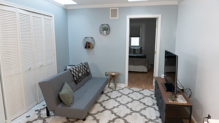 2 BR Apartment - Old Town Alexandria
