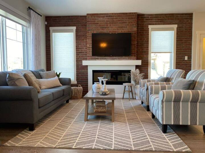 Brand New Luxurious Home | Fireplace | 2215 ft²