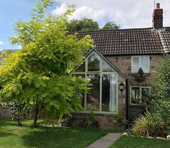 Lane End Cottage - cosy cottage with large garden.