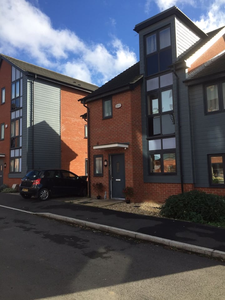 Private double room with kitchenette close to OU