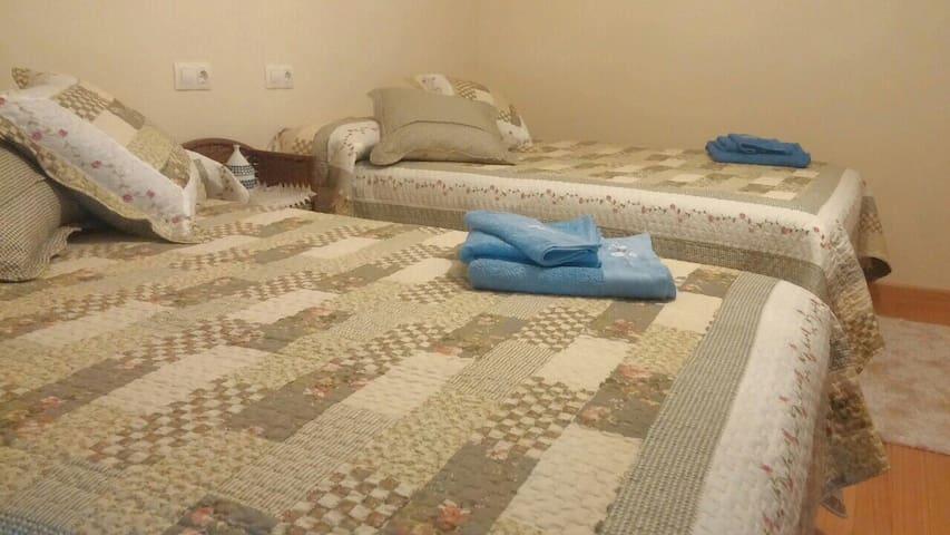 habitación en Cervo.cama de matrimonio,baño,cocina - Cervo - House