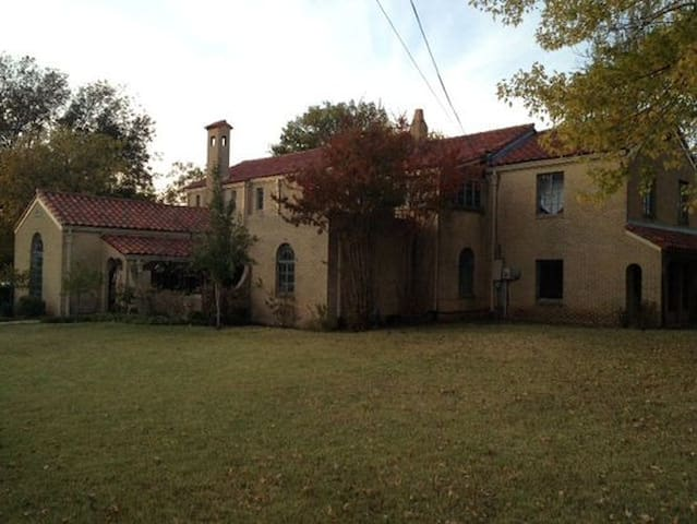 Historic Spanish Mansion, minutes from Everything!