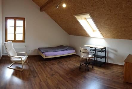 """""""Chnächte-Stube 5"""" - 1 Zimmer (20m2) 4913 Bannwil"""