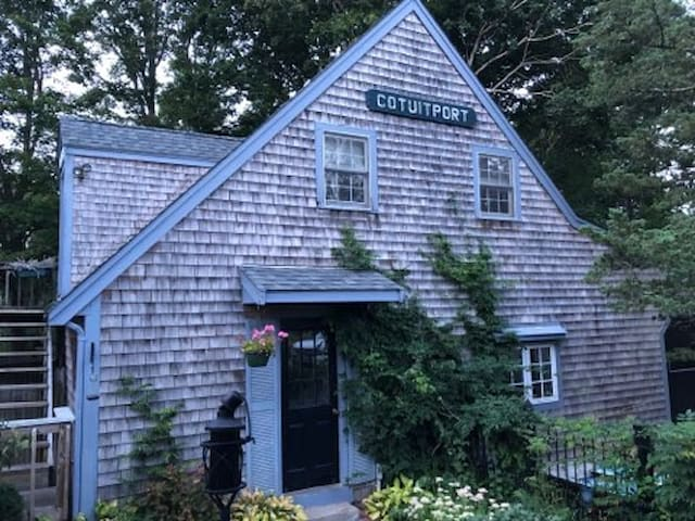 Cotuit Luv-Shack