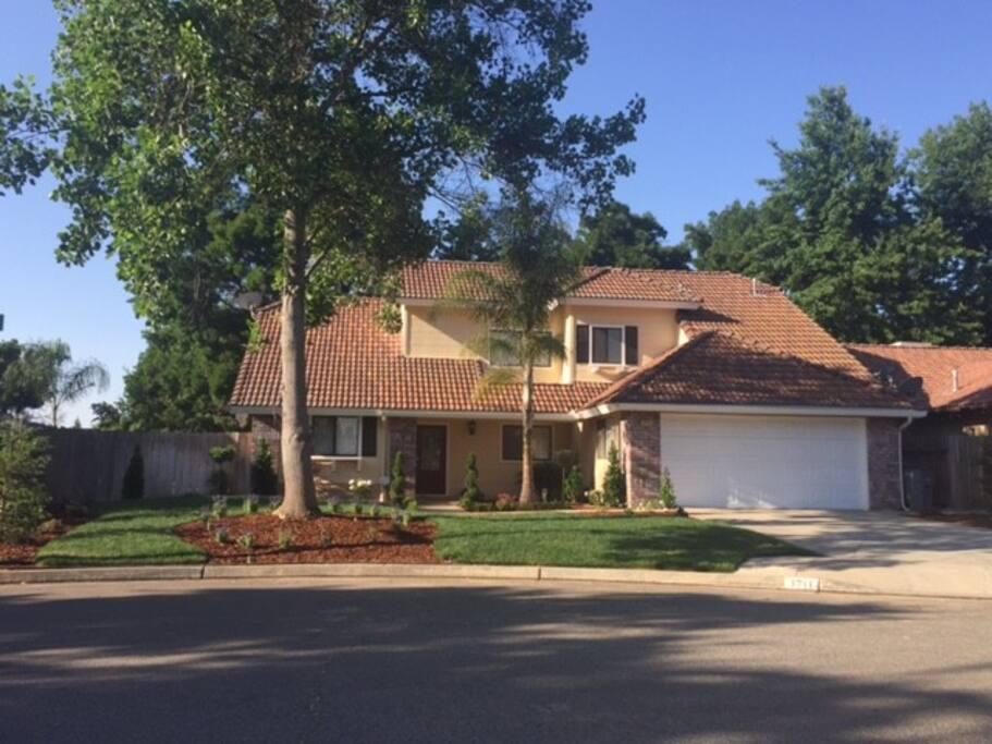 Fantastic N East Fresno Home W Pebbletech Pool Houses