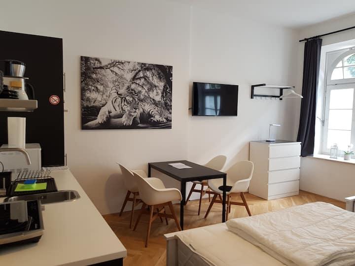 Modern studio in Westend (trendy Munich area)
