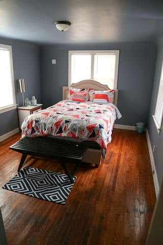 Amazing Location, Comfy Bed and Private Bathroom! - Grand Rapids - Ev