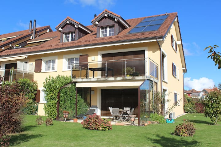 Cosy Apartment 2 BDR, Garden, Lake View - Gilly - Appartement