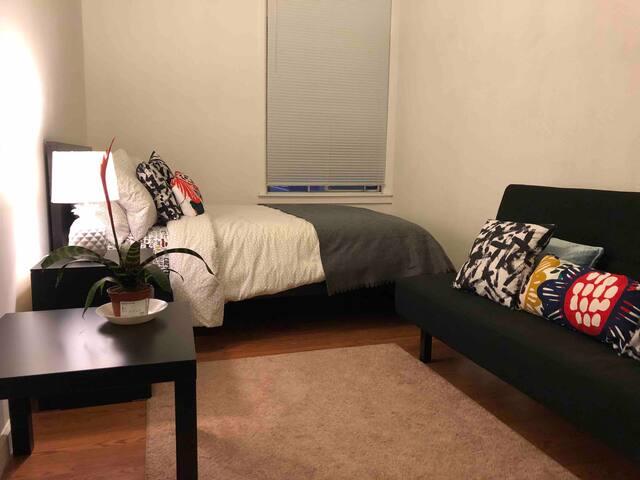Cozy Room C with private bathroom in Portola, SF