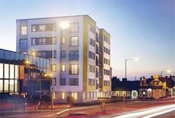 Modern one bedroom apartment in central location - Slough - Apartment