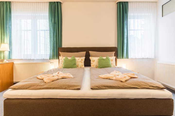 Komfort-Doppelzimmer im Hotel Schöne Aussicht