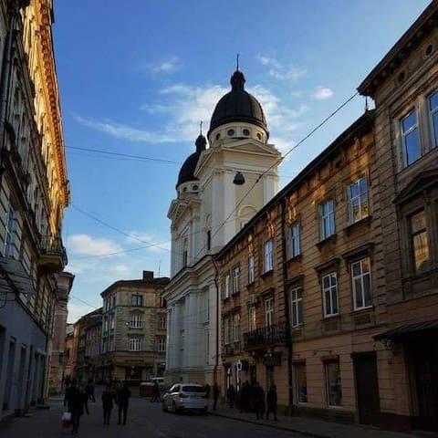 Студія в самому центрі Львова біля площі Ринок