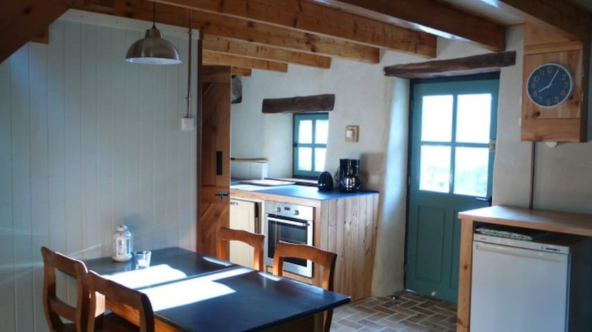 Gîte surrounded by nature and panoramic views.