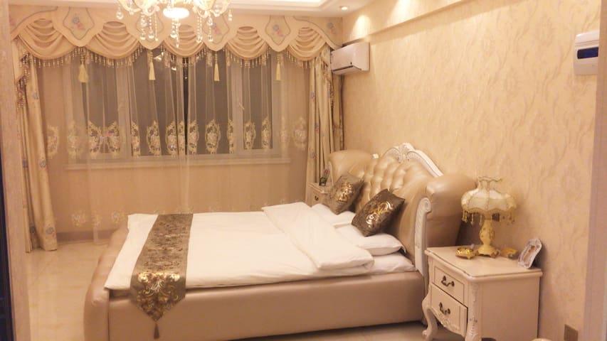 欧式温馨大床房B