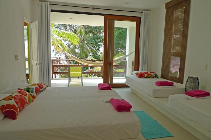 Sweet comfort in beachfront paradise! Room 1B