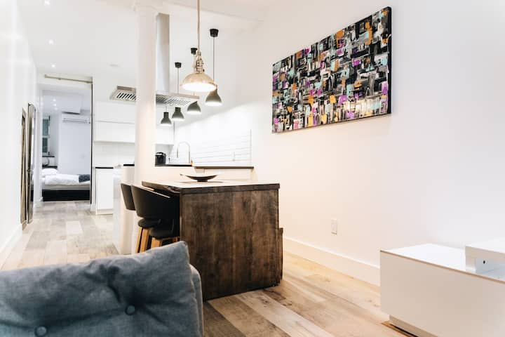 BEST LOCATION OLD PORT MODERN CONDO YEARLY/MONTH/b