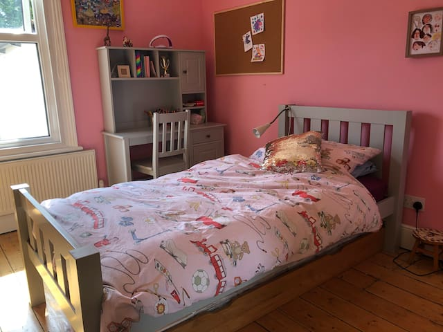 The Girlie Bedroom