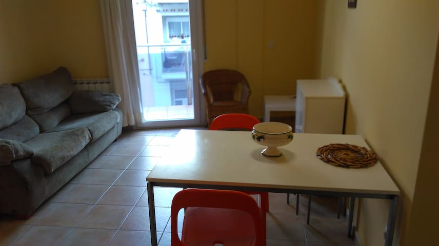 Modern appartment, cozy, well locatad. Terrace - Figueres - Byt