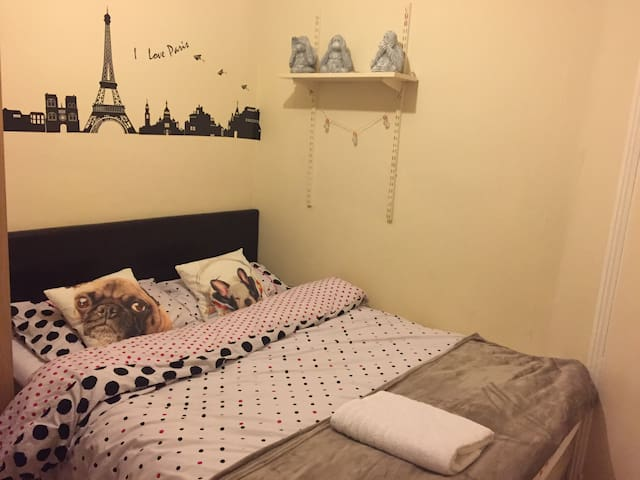 Nice family bedroom in tooting.