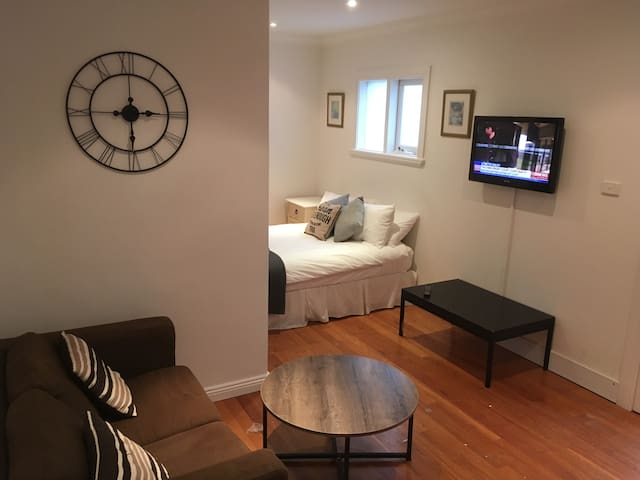 Studio 363 with Kitchenette - Bondi Junction - Huoneisto