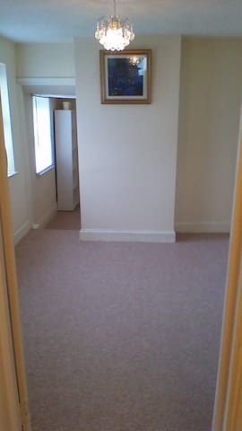 Bedroom near railway station & city centre - Lowestoft - Apartment
