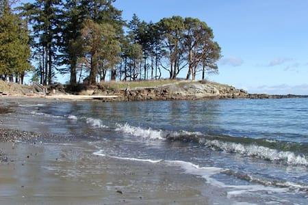 Sea & Sand Galiano Island Waterfront Beach House