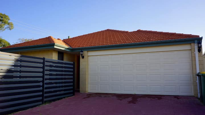 Fully Furnished 2 Bedroom House in E. Cannington