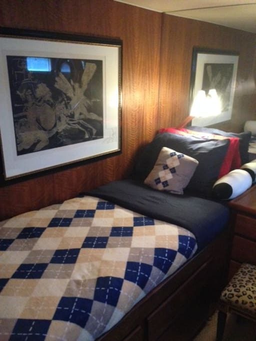 Starboard Stateroom Bed 2