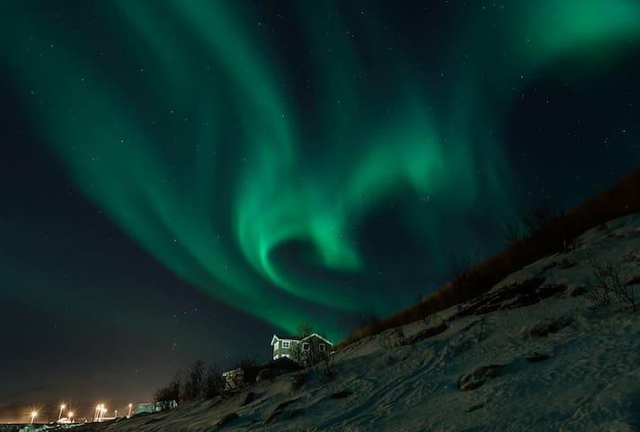 Nydelig hus ved sjøen Breivik - Tromsø - House