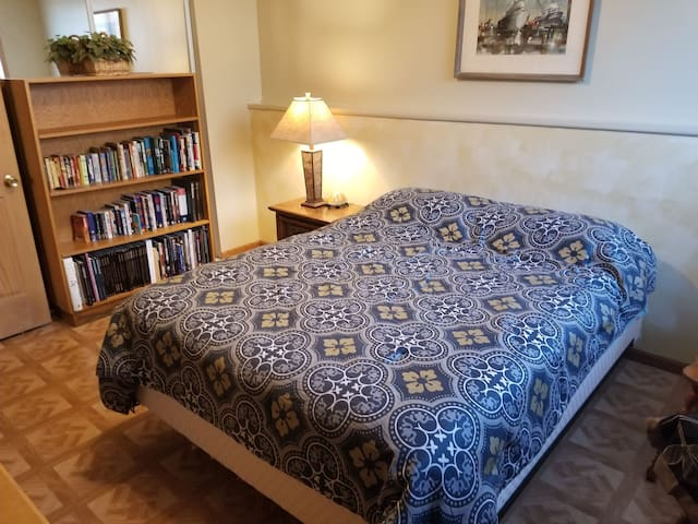 Convenient,  Restful Room in Byron