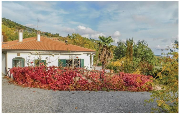 Holiday cottage with 4 bedrooms on 200 m² in Tovo San Giacomo -SV-