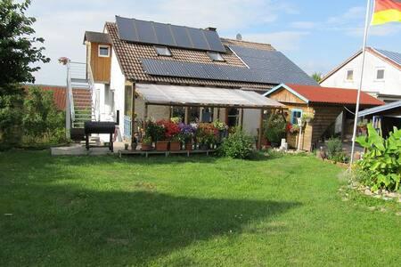 Ruhige Ferienwohnung am Waldrand - Steinsfeld - Lejlighed