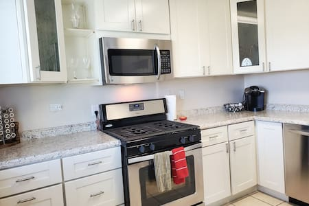 Downtown 2B/1BA Newly Renovated Apartment
