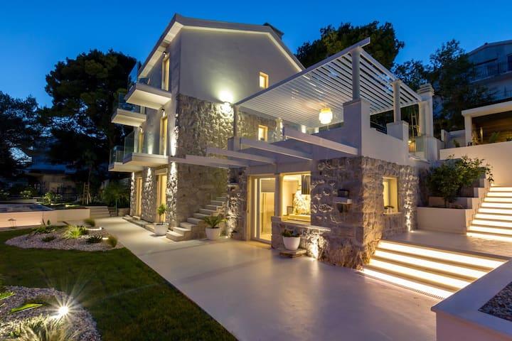 Prestigious 5* Villa Punta Secca