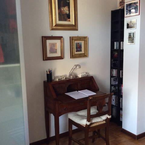 Scrittoio stanza #2