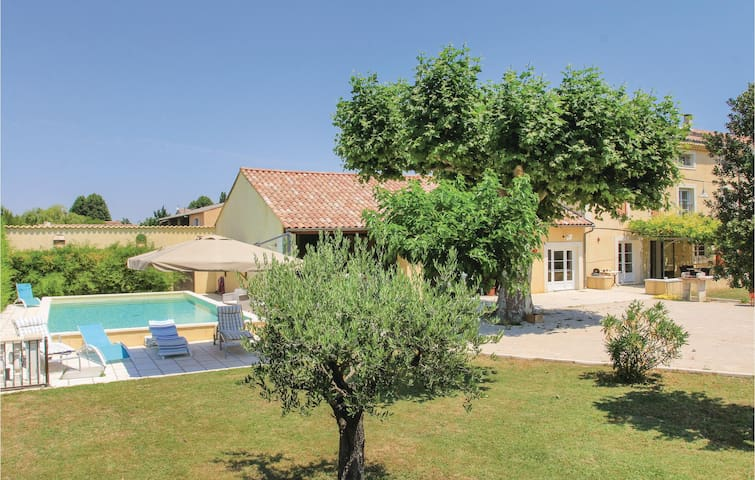 Semi-Detached with 4 bedrooms on 275m² in Monteux